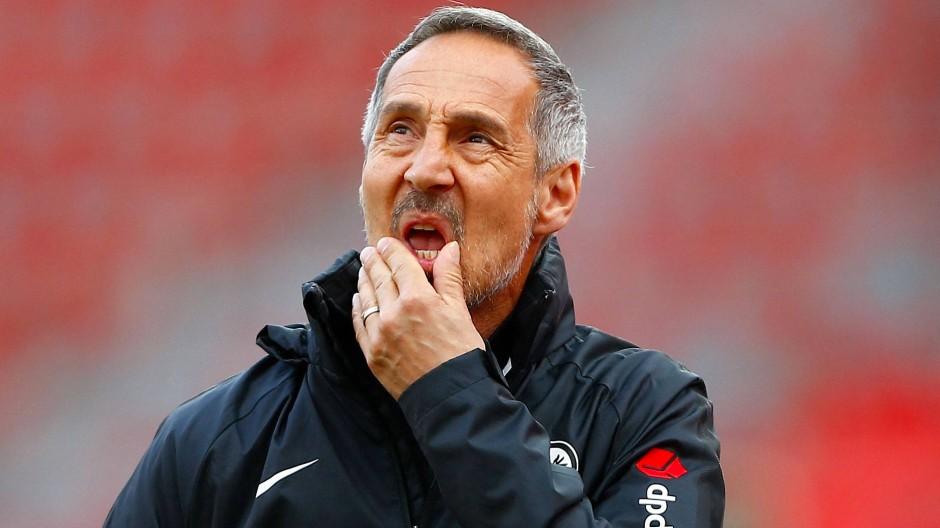Sorgenfalten beim Trainer: Adi Hütter und die Eintracht wollen weiter erfolgreich sein.