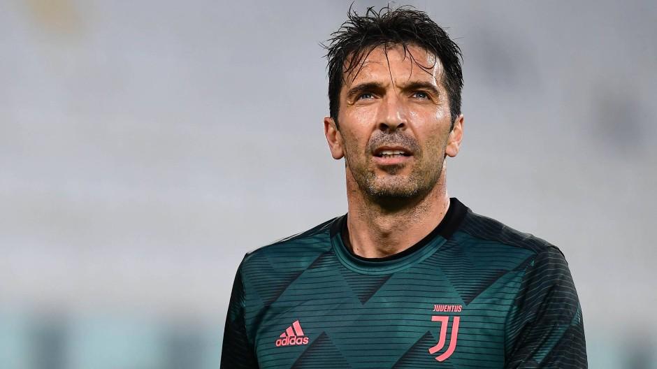 Ich bleibe, capito? Gianluigi Buffon ist zuverlässig wie eh und je.