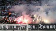 Trauerfeier beim Chemnitzer FC: Kranz, Kreuz und viel Pyrotechnik