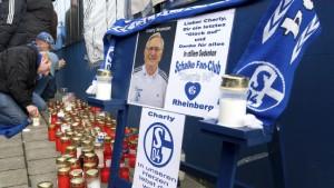 """Schalke siegt für """"Charly"""" Neumann"""