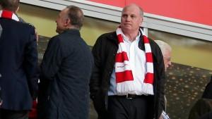 Hoeneß ist da, Bayerns Siegesserie ist futsch