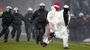 """Kölner Hooligans wie """"wilde Tiere"""""""
