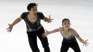 Bitte lächeln: Ryom Tae-Ok und Kim Ju-Sik machen beste Miene zum unschönen Spiel
