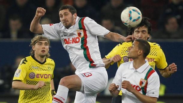 Aufsteiger Augsburg wehrt sich ehrhaft gegen Meister Dortmund - und wird belohnt