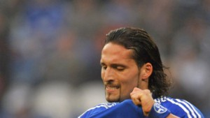 Schalke torlos gegen zehn tapfere Arminen