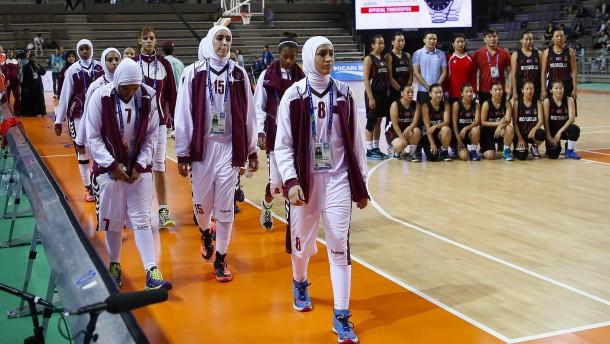 Qatars Basketball-Team zieht wegen Kopftuchverbot zurück