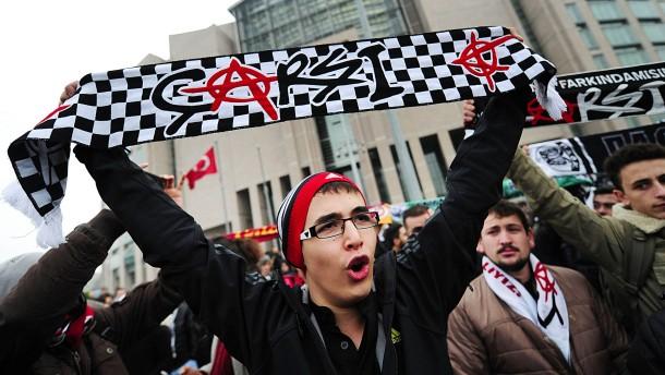 """""""Çarşi braucht jetzt unsere Solidarität"""""""