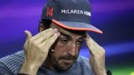 """""""Macht, was ihr wollt"""": Fernando Alonso ist nicht begeistert von seinem Dienstwagen."""