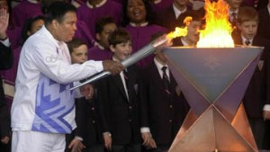Ali schickt Olympisches Feuer auf Reisen