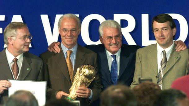 Die DFB-Spitze wusste wohl schon 2000 vom Warner-Deal
