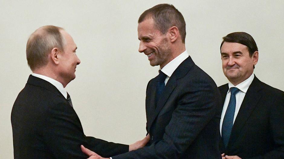 Treffen in Sankt Petersburg: Uefa-Präsident Ceferin und Russlands Präsident Putin (links)