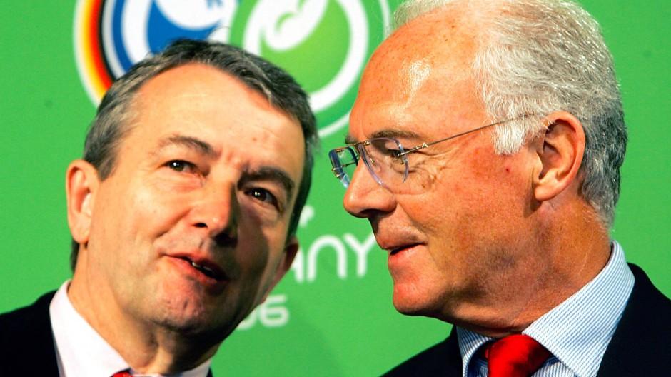 Wolfgang Niersbach (links) und Franz Beckenbauer 2006 vor dem Start der Fußball-WM in Deutschland.