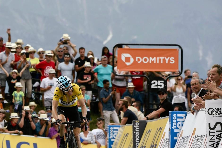 Mit letzter Kraft ins Ziel: Geraint Thomas kurz vor seinem Triumph.