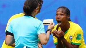Siege für England und Brasilien, Australien patzt