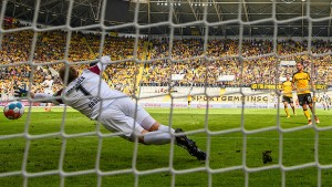 Niederlagen für Dresden und Regensburg