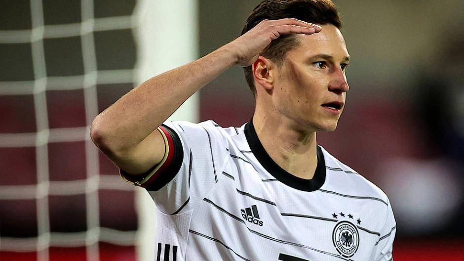 Julian Draxler Kapitan Und Torschutze Bei Dfb Spiel Gegen Turkei