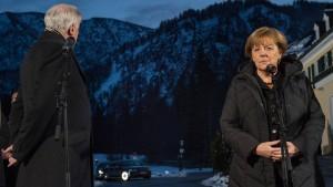 """Seehofer erkennt """"keine Spur des Entgegenkommens"""" bei Merkel"""