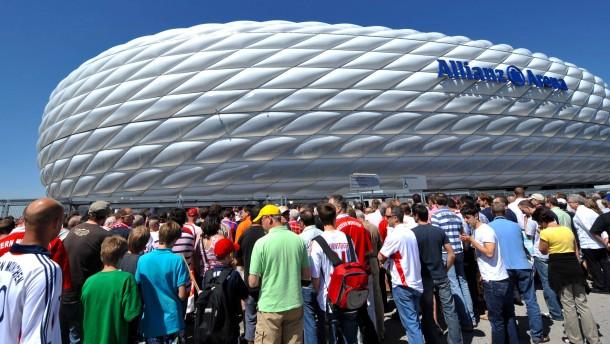 Vier Spiele in München, Finale in London