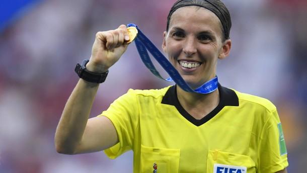Eine Frau leitet Liverpool gegen Chelsea