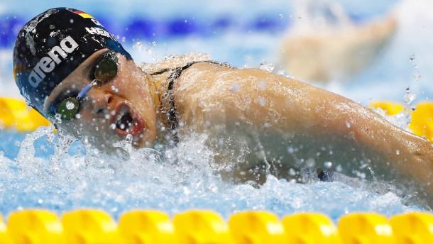 Hentke schwimmt locker ins Finale