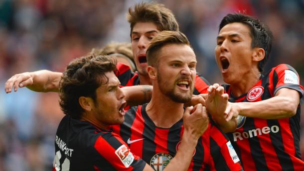 Schaaf startet in Frankfurt mit Sieg