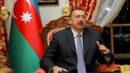Die Welt zu Gast bei Alijew: Aserbaidschans Alleinherrscher macht sich den Sport zu Nutze