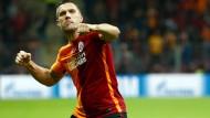 Fünf Tore: Lukas Podolski trifft im Pokal