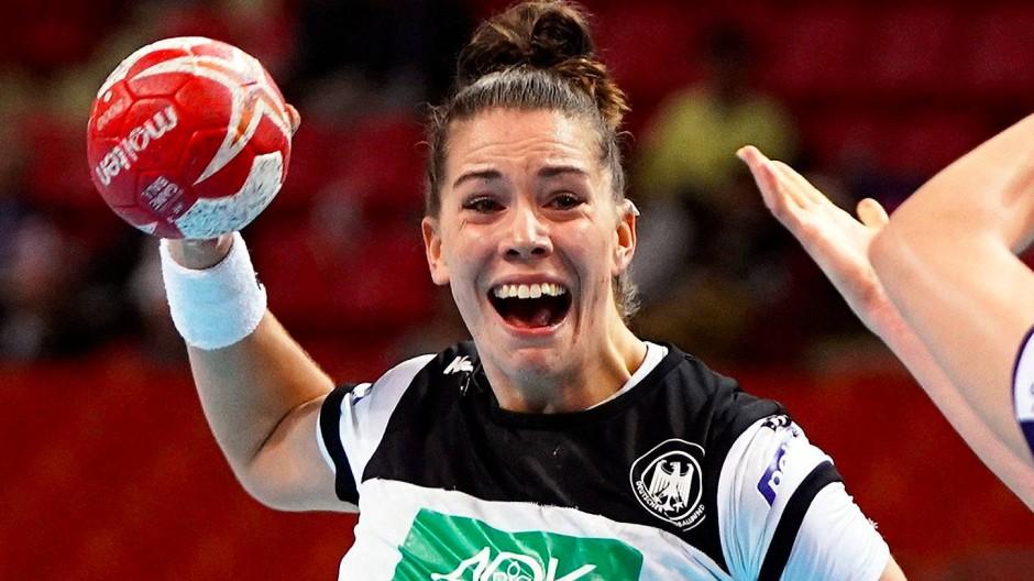Emily Bölk und die deutschen Handball-Frauen verpassten das Halbfinale knapp.