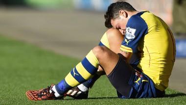 Der Knöchel schmerzt: Mesut Özil bleibt zur Behandlung vorerst in London
