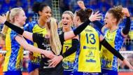 Schon wieder Grund zum Jubeln: Schweriner Volleyball-Frauen gewinnen in Stuttgart