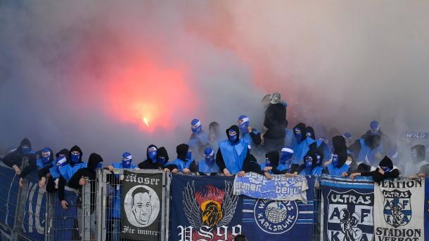 Derby in Stuttgart steht kurz vor Abbruch