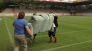 Zur WM einfach mit der eigenen Couch ins Stadion
