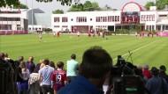 Bayern-Fans mit der Saison zufrieden
