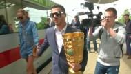 Wolfsburg feiert den Pokal