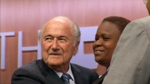 Diskussionen um Blatter halten an