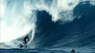 Deutscher Surfer meistert Riesenwelle