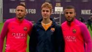 Neymar trifft Justin Bieber auf einen Kick