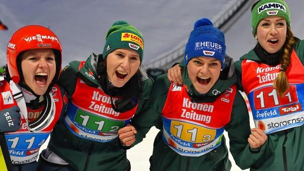 Deutsche Frauen springen gemeinsam zu Gold