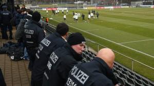 Fußball im Hochsicherheitstrakt