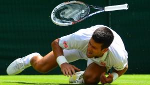 Djokovic stürzt, aber fällt nicht