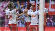Leipziger Allerlei: Die Torschützen Timo Werner und Yussuf Poulsen beglückwünschen einander zum Erfolg gegen die Eintracht.