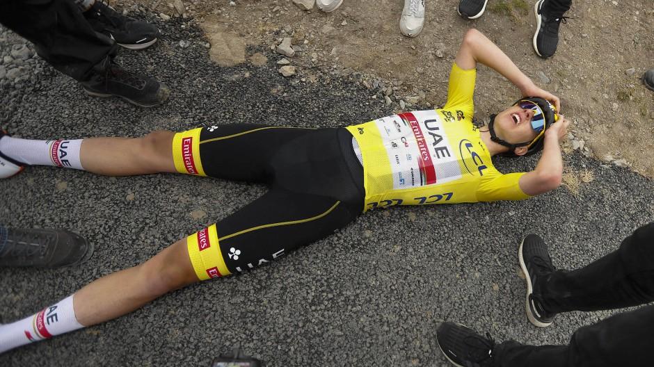 Immer härter, höher, steiler? Tadej Pogacar war auch bei der diesjährigen Tour de France, hier nach der 17. Etappe, am Rande seiner Kräfte.