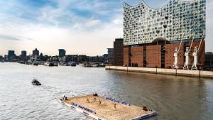 Spektakuläres Baggern in Hamburg