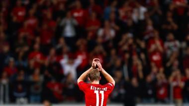 Applaus, Applaus: Stefan Kießling bedankt sich bei den Leverkusener Fans