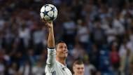 Den Ball lässt er sich vergolden: Ronaldo arbeitet an seinem nächsten Denkmal.