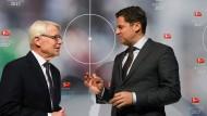 Wie geht es weiter? DFL-Geschäftsführer Seifert mit Präsident Rauball (l.)