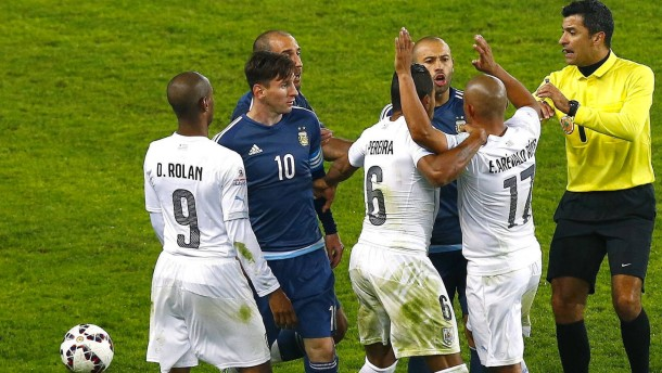Argentinien bezwingt Titelverteidiger Uruguay