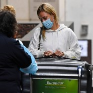 Angelique Kerber bei der Ankunft am Flughafen in Melbourne.