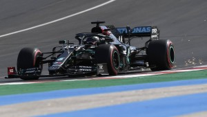 Hamilton fliegt auf Pole Position in Portugal