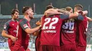 Ein verschworener Haufen: Die Spieler des 1. FC Nürnberg beim Sieg in Darmstadt.